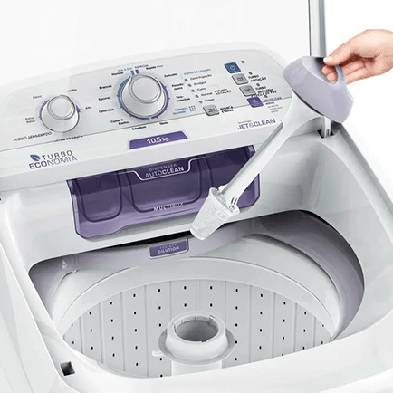 Máquina de lavar com a tampa aberta